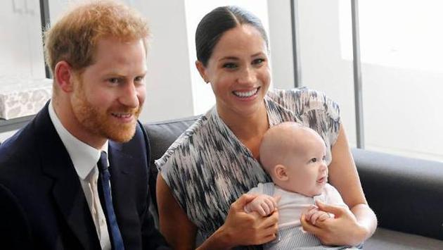 老爸查尔斯王子或私下资助哈里夫妇