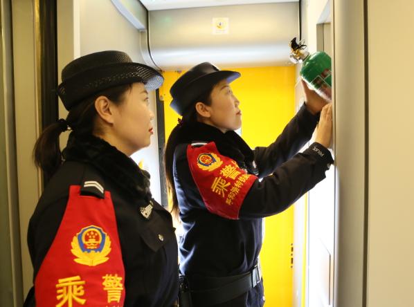 呼和浩特铁路警方全力保障春运安全