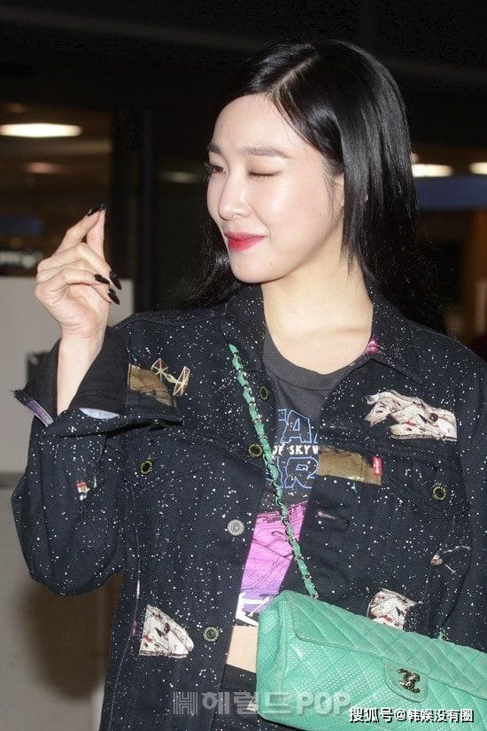[滚动]原创瘦脸不瘦胸?少女时代Tiffany最新机场照,性感的美国女郎风