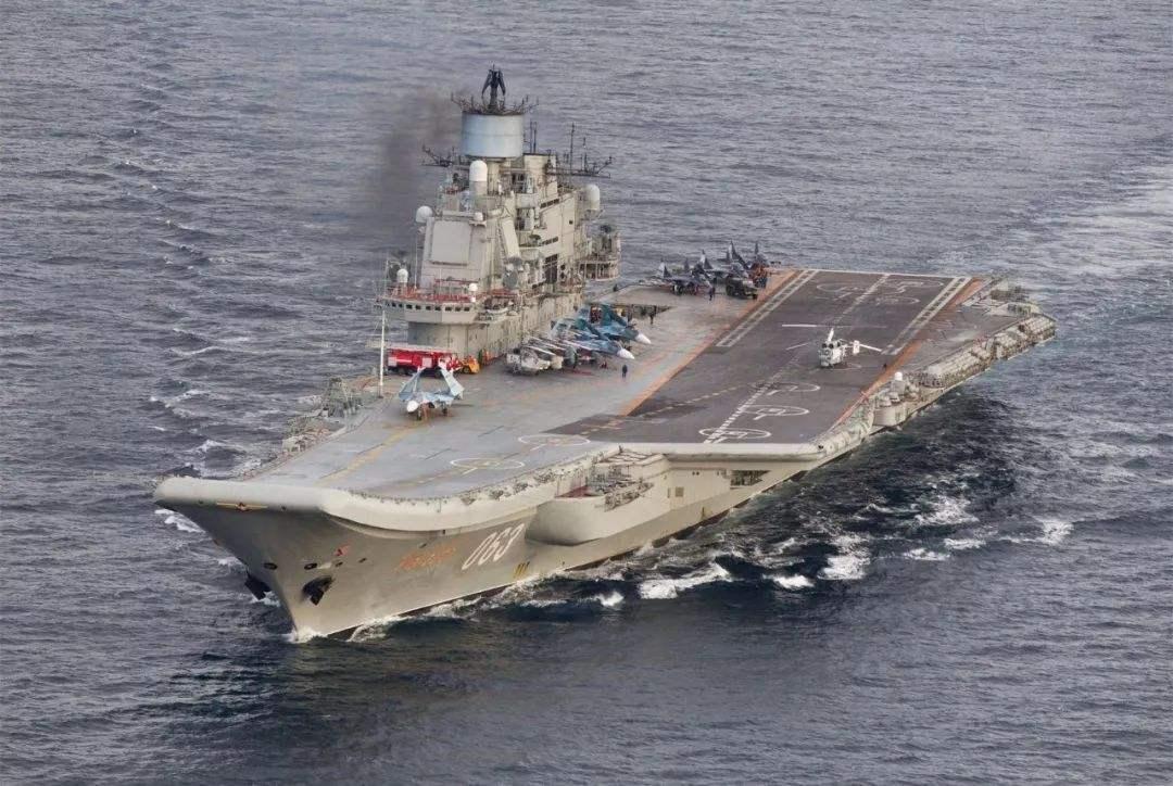 新型航母定位9万吨,4个核反应堆上舰,将搭载五代机