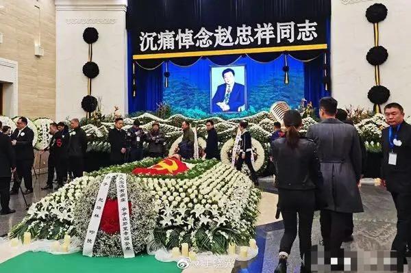 赵忠祥去世他却被指蹭热度?告别会现场摆拍,还私自晒出遗体照