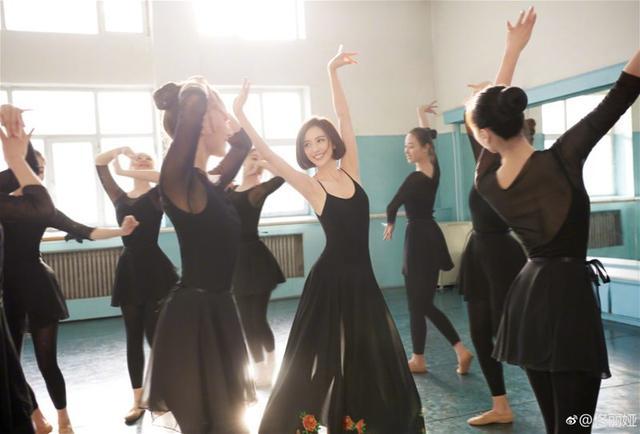 佟丽娅加盟央视主持人 你知道女神的时尚之道如何炼成的吗?