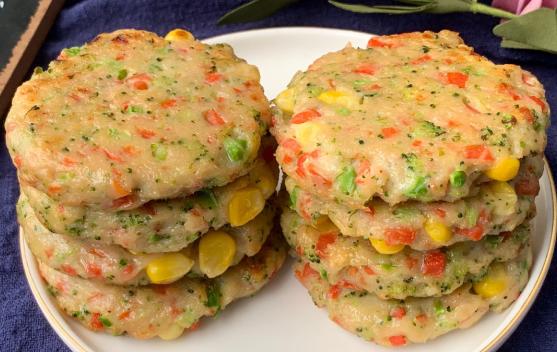 减脂餐!低卡低脂低油蔬菜鸡肉饼!