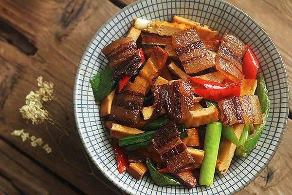 豆干炒腊肉这样做,超级下饭,吃了一次就想天天吃!