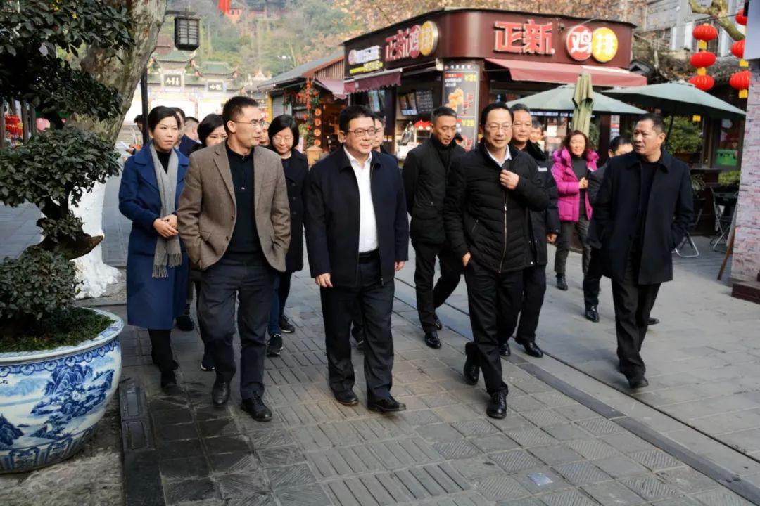 让市民游客过一个欢乐祥和的新春佳节!都江堰市领导率队督导节前安全生产工作!