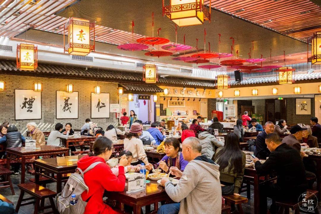 这家灵隐寺山脚的素食自助餐厅,30元吃遍100+道菜!连外地人都赞不绝口!
