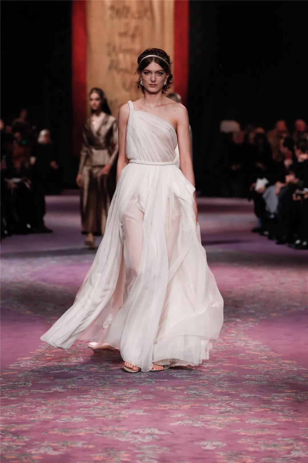 """Dior2020高订大秀,呈上""""女神们的新战袍"""""""