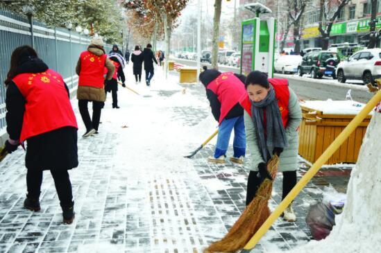 """x306柳林巾帼志愿者用""""爱与奉献""""开"""
