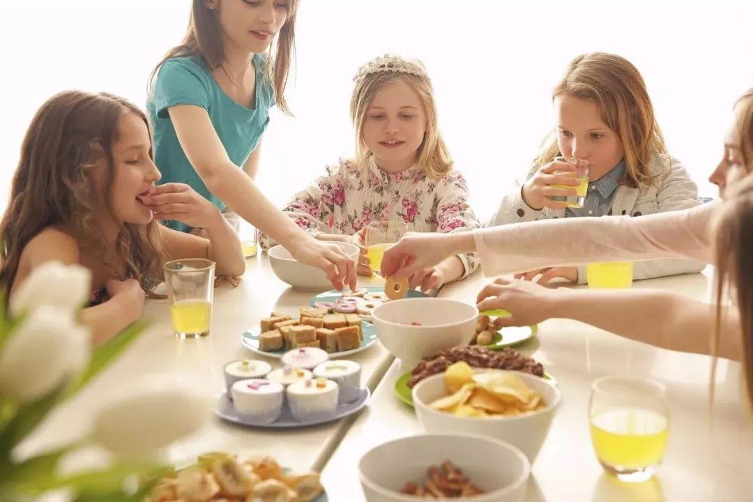 """别让""""垃圾零食""""塞满孩子,给孩子选择零食,要守住3大原则"""