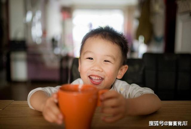 """孩子身边的2种""""假牛奶"""",5种放心奶,一次性让妈妈们甄别清楚"""