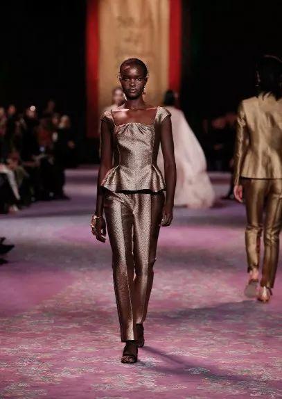 多少人高攀不起的Dior,也开始屈服于中国流量了?
