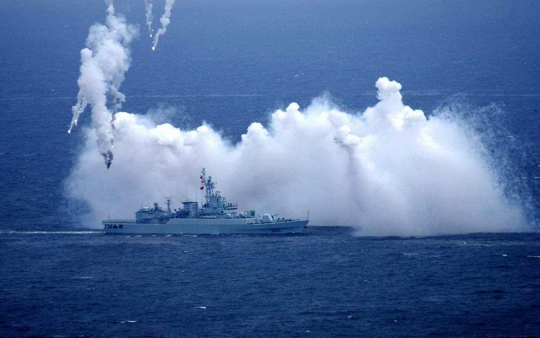 海上军演荷枪实弹,炸死的鱼怎么处理?各国效仿我国做法