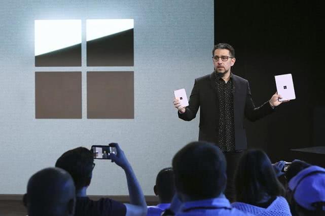 原创             Surface Duo操作界面曝光!抢先一睹微软双屏幕手机!