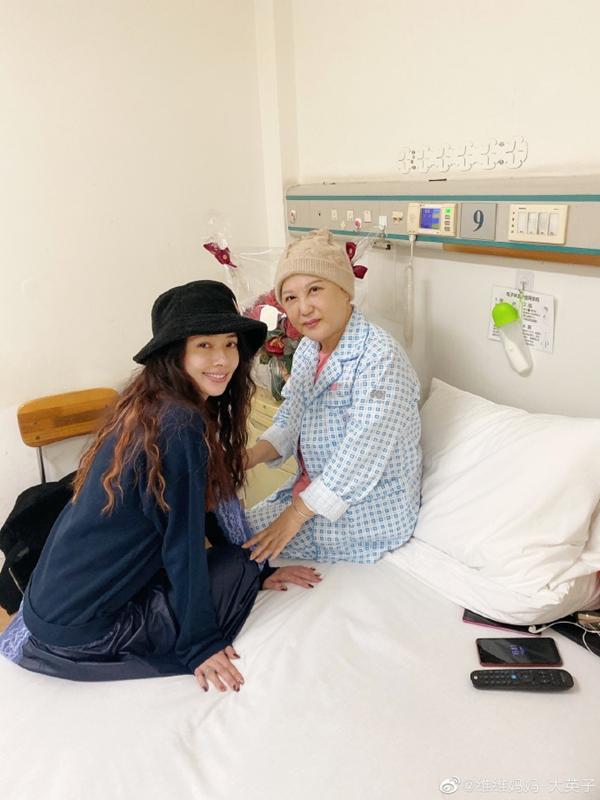 刘维妈妈癌症复发住院,郭碧婷前去探望,两人互称母女惹向太吃醋