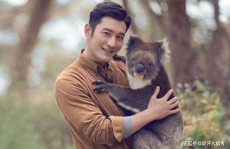 原创黄晓明带儿子逛动物园,父子俩看熊猫互动,画面超有爱