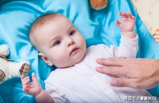 宝宝1岁前,11个标准动作每个月学会1个,少1项也可能发育异常