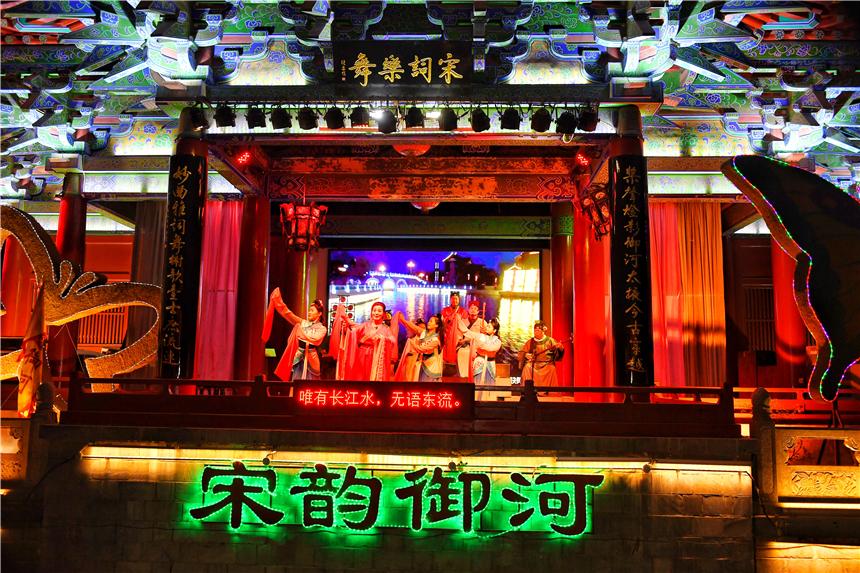 春节旅行到河南开封,夜游御河,感受北宋时期的古人生活