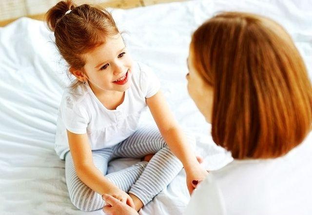 """""""爸爸,你为什么趴在妈妈身上?""""你的回答,影响孩子一生"""