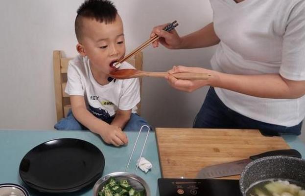 """春节前后重饮食,6种""""黑名单""""零食不要给孩子吃,家长别纵容"""