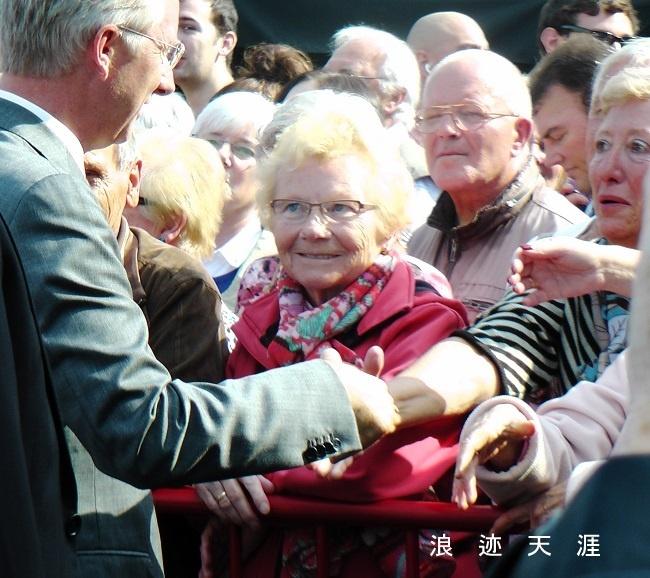 和比利时国王皇后握手 不足为奇