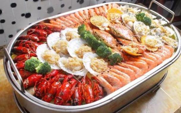 过年吃完鱼虾海鲜,就吃水果会食物中毒?辟谣:食物相克都是骗人