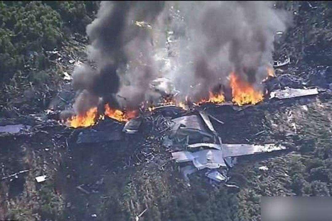 一架C-130运输机突然坠毁,机上美国人全部丧命!机体熊熊燃烧