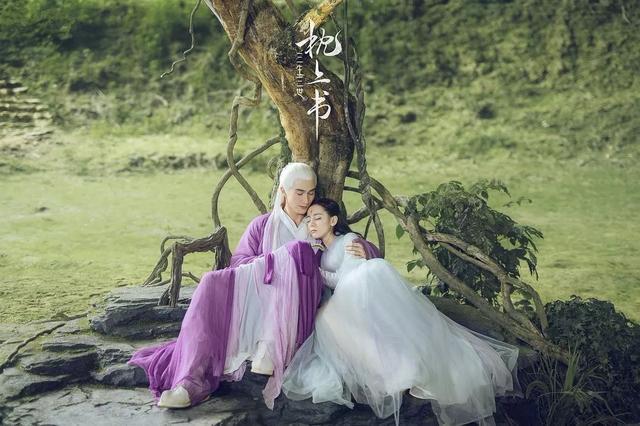 原创             迪丽热巴范冰冰都hold不住的这款发型,赵丽颖凭小圆脸取胜?