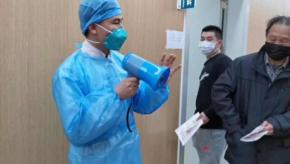 专家组副组长感染新冠肺炎竟在家里治愈了,他是这么做到的