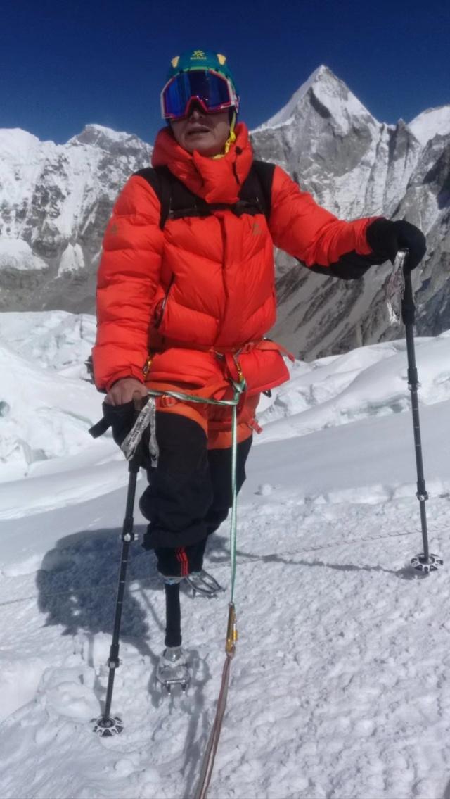 登顶珠峰的无腿勇士夏伯渝:今年将攀乞力马扎罗,想带老伴自驾游