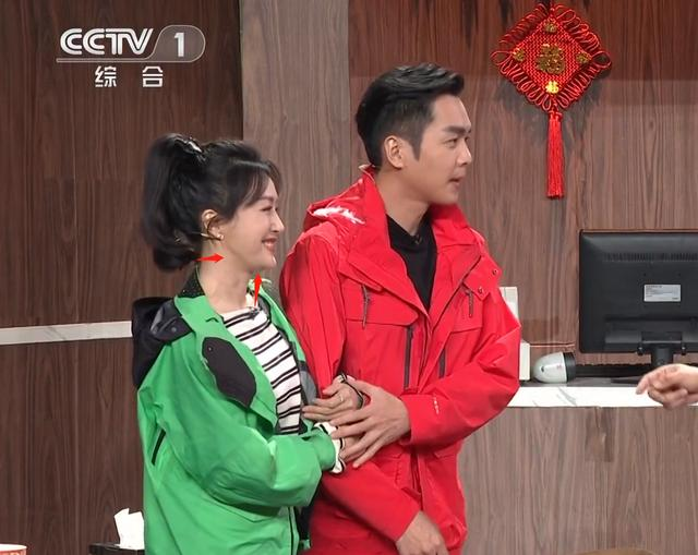 原创             央视春晚镜头下的明星:刘涛脸圆,秦岚脸僵,马思纯眼纹明显