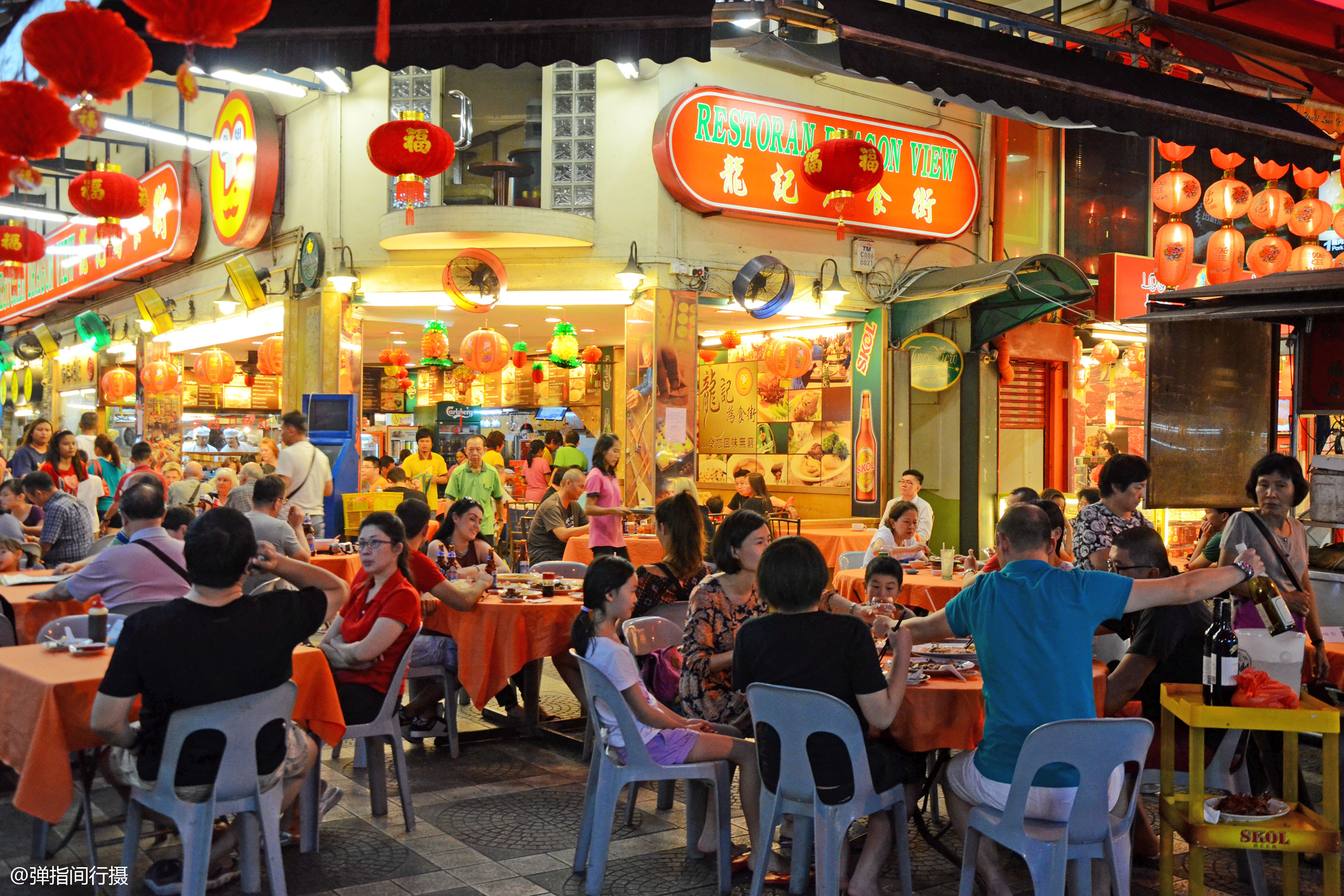 原创             马来西亚最火的夜市,春节美食大排档人满为患,感觉像在广州街头