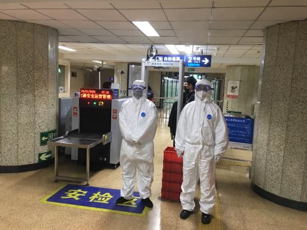 北京地铁35座车站增设体温测试防范疫情 体温异常将联系急救车送医