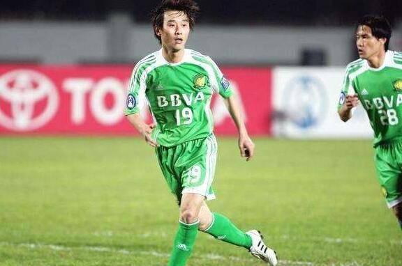 他本来被誉为曹限东接班人,为高薪加盟恒大,现在成中甲球队队长