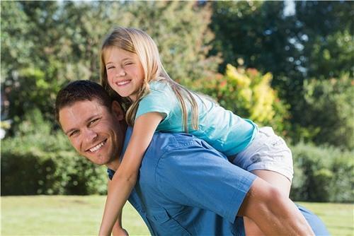 """家有女儿后,爸爸都逃不掉的几样""""尴尬""""事,你经历过几样?"""
