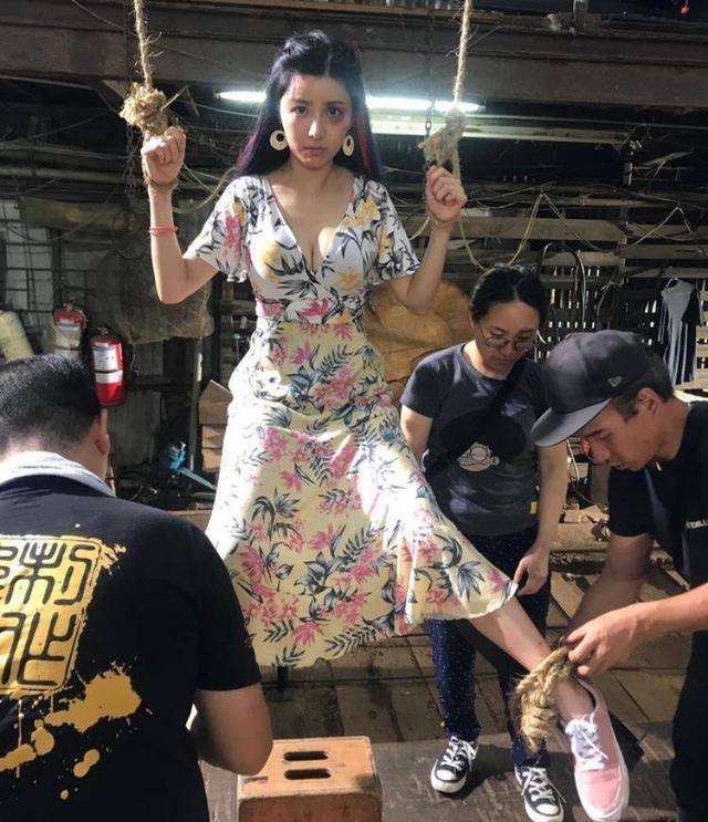 香港女演员新戏初尝大字式捆绑半空吊 网友