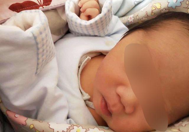 """宝宝身上长""""黑刺"""",妈妈嫌难看一根根拔掉,第二天直接送医院"""