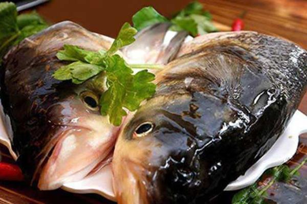 """原创            鱼头火锅这样做,味道又怪又鲜,吃一口连声说""""好!"""""""