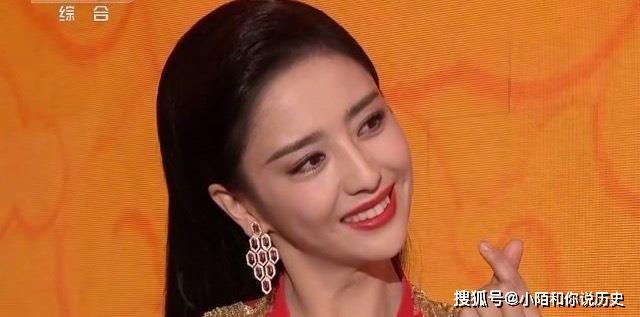 时尚-佟丽娅跨界主持春晚!一颦一笑太惊艳!网友:气场比李思思强!