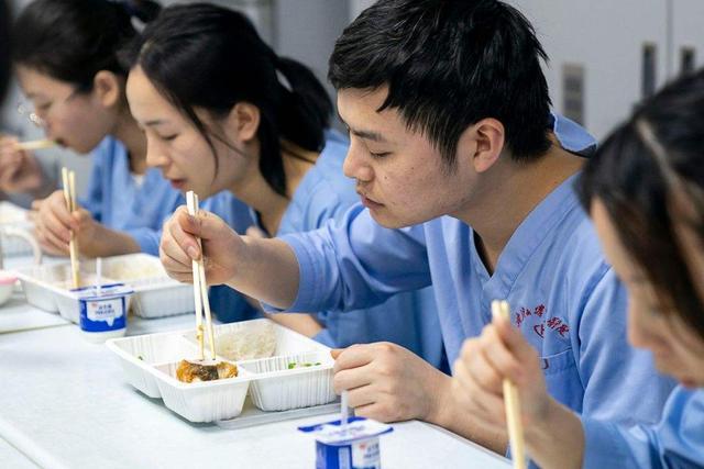 面對疫情,中國企業紛紛捐錢出力馳援,誰更給力,誰的幫助更大