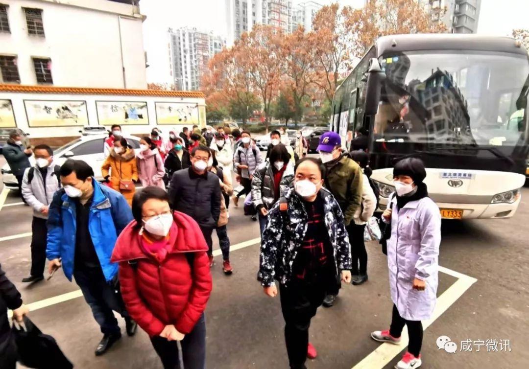剛剛,云南首批援助醫療隊138名成員抵達咸寧!