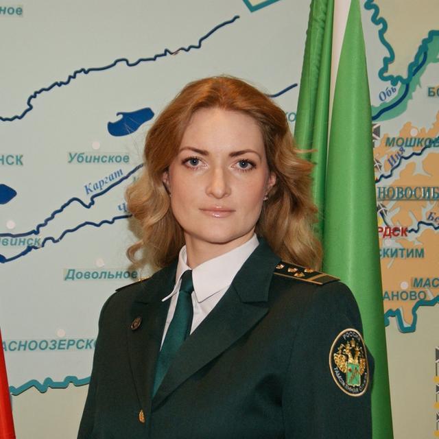 原创             女警身穿制服很漂亮,俄罗斯网友:护士、医生、教师也该配发制服