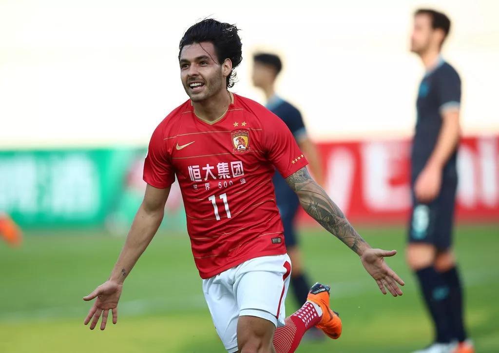原创             广州恒大常年打不赢的球队,被上海上港瞬间踢到崩盘了!
