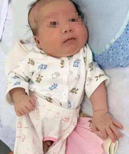 太感人!孩子手术途中哭闹,善良的护士竟主动喂奶安抚?