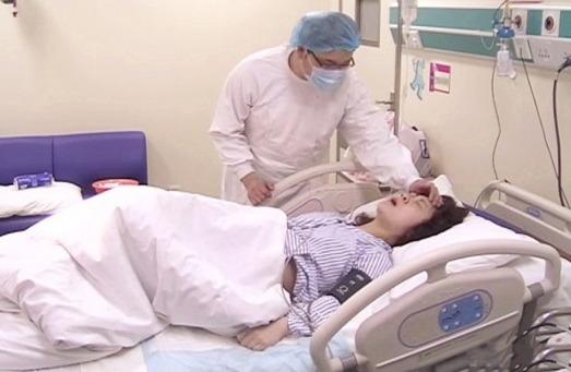 剖腹产妈妈生孩子也痛苦,产后恢复时间需更长,做好护理很关键