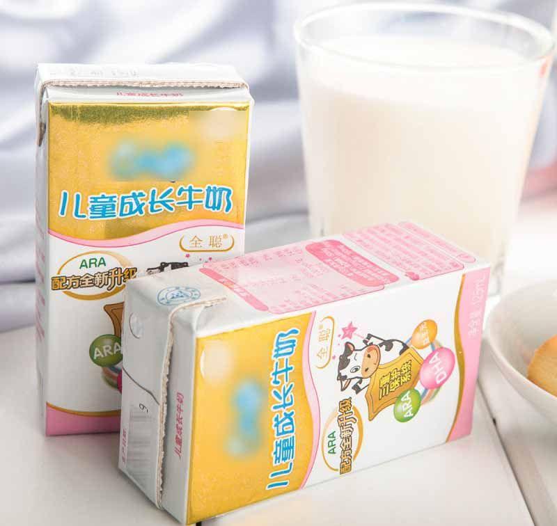 """你给孩子喝的牛奶,可能都是""""假奶"""",没有营养还浪费钱"""