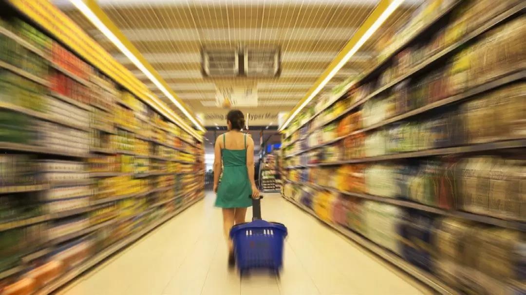 经济上涨,收入增加,老百姓们为啥却不愿意消费?原因令人深思