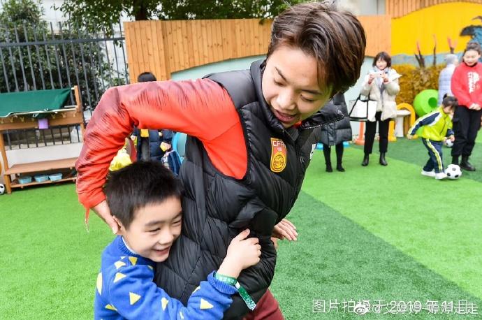 王霜回应捐款60万:家乡培养了我 十几年的球没有白踢