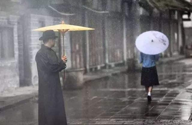 我养字为生,流落到此世——读《一把油纸伞》