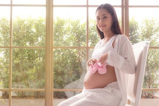 唐嫣孕后拍时尚照,一脸孕妈幸福样,为啥人家比没怀孕还美?