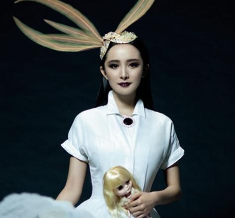 原创             泫雅哥特妆变熊猫眼,从杨幂章子怡到汤唯,亚洲人不适合欧美妆?